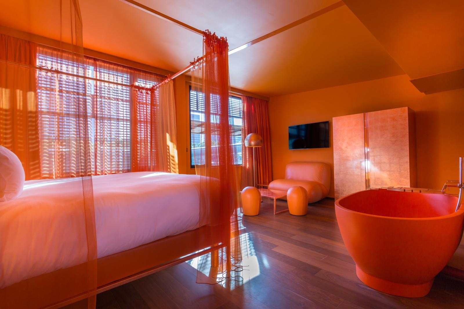 Chambre suite orange Paris hôtel OFF seine