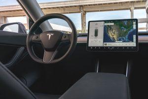 Tesla intérieur - Minute Luxe Magazine
