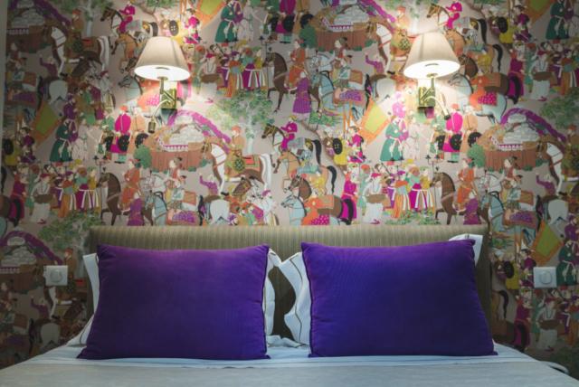 Papier peint et coussin de luxe violet