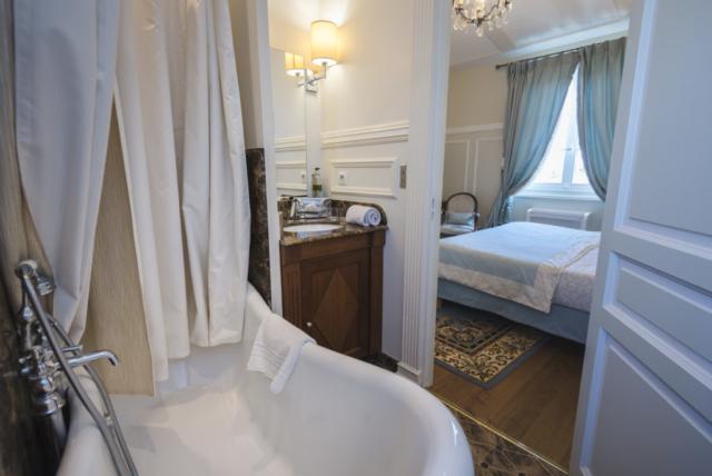 baignoire d'époque de luxe