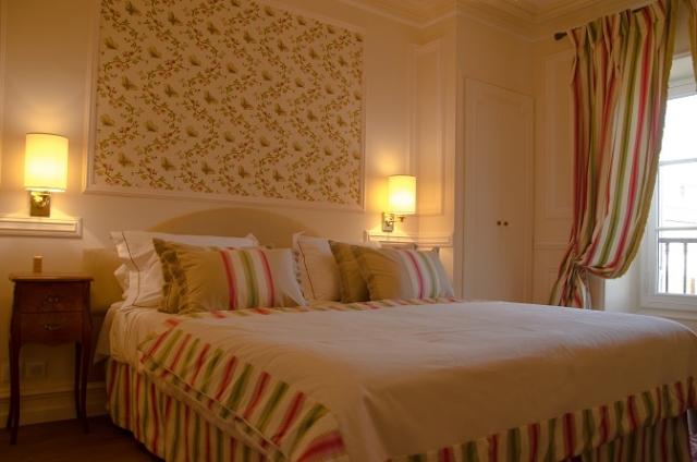 chambre jaune haut de gamme mobiler luxe bordeaux
