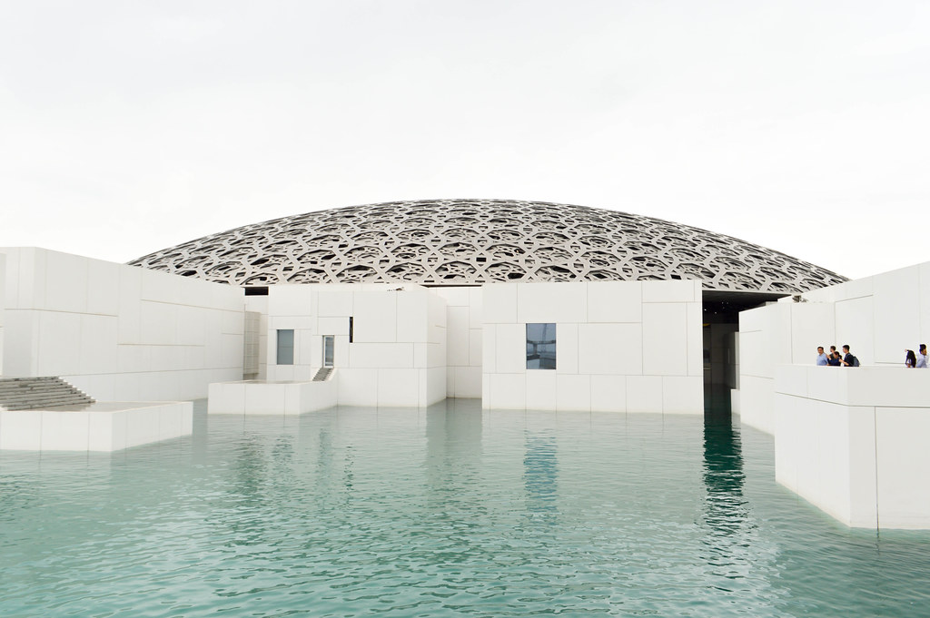 Louvre abu dhabi eau mer UAE