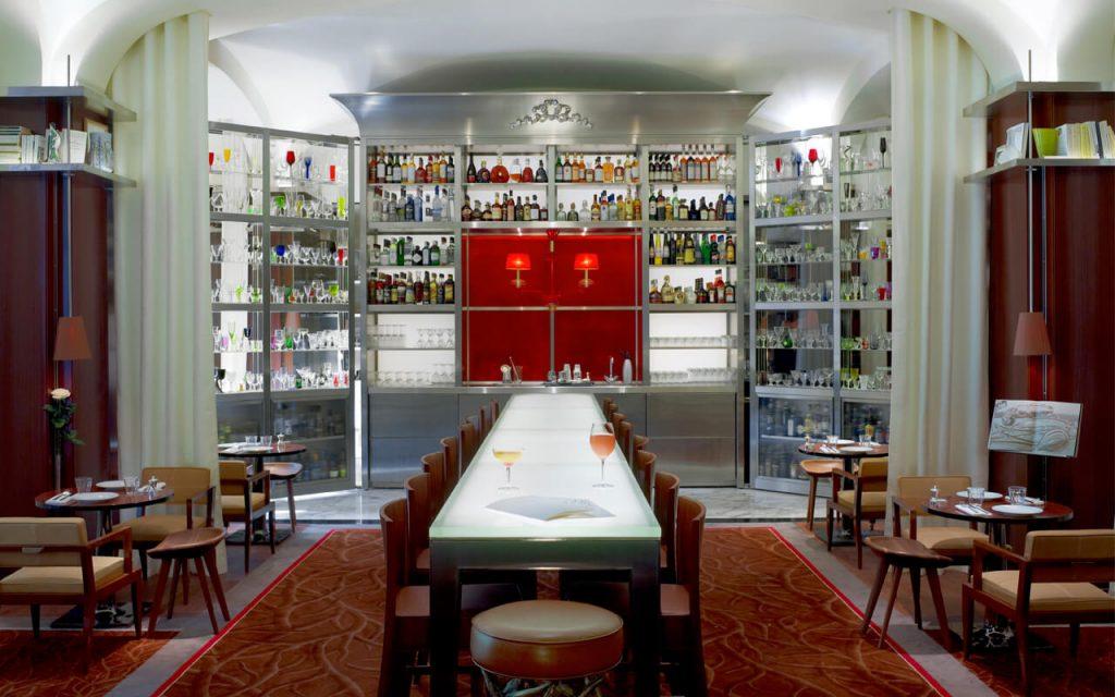Restaurant rouge starck royal monceau