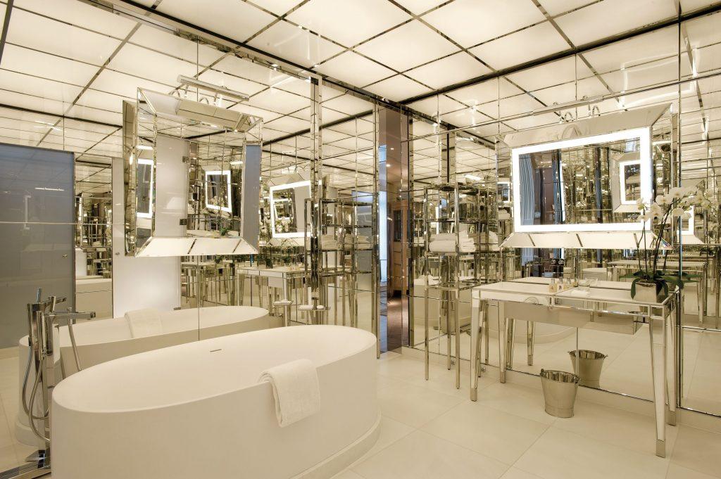 royal monceau salle de bain hotel de luxe mirroir
