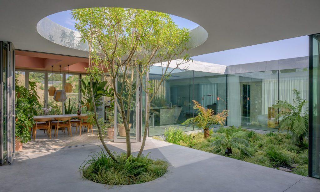 Villa Fifty Fifty arbre à l'intérieur - Minute Luxe
