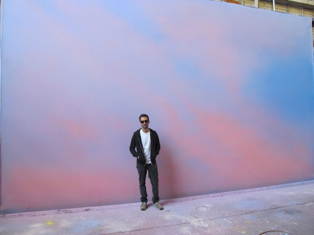 Images portrait artiste peintre Alex Israel USA Louis vuitton collaboration parfum surf