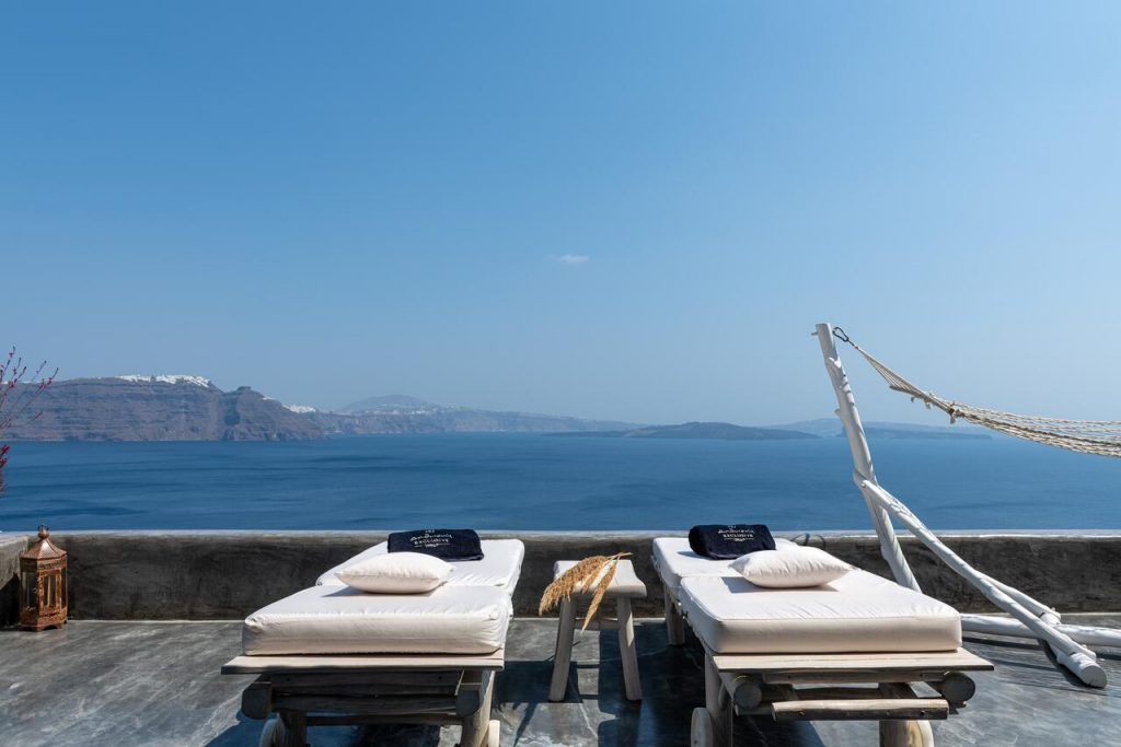 Piscine transats Andronis Luxury Suites hôtel de luxe