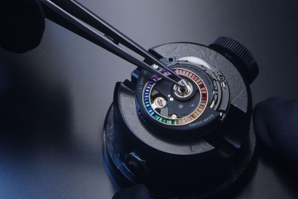 intérieur montre de luxe Collection Chanel Electro J12 - Minute Luxe Magazine