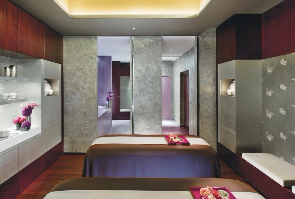 Spa de luxe Mandarin oriental piscine Paris table de massage relaxation
