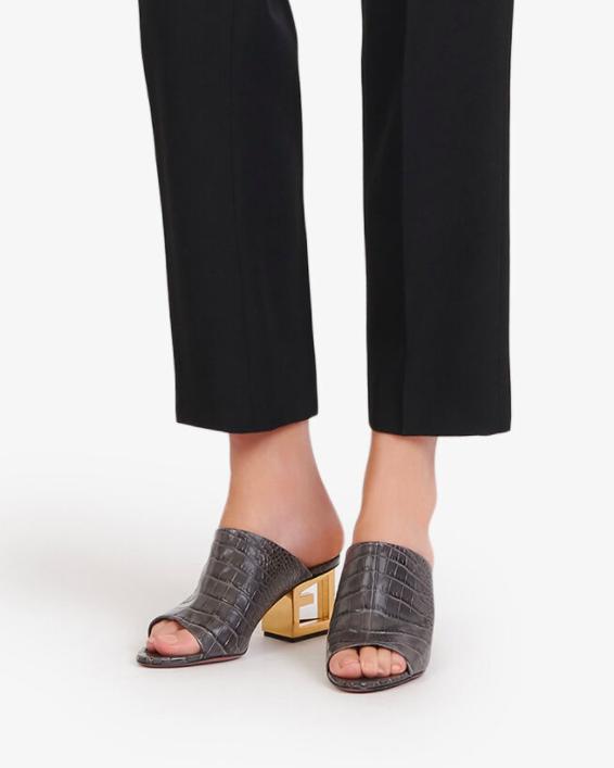 idée cadeaux fête des mères 2021 mules chaussures de luxe tendances Chloe Givenchy Louis Vuitton bottega talons orange