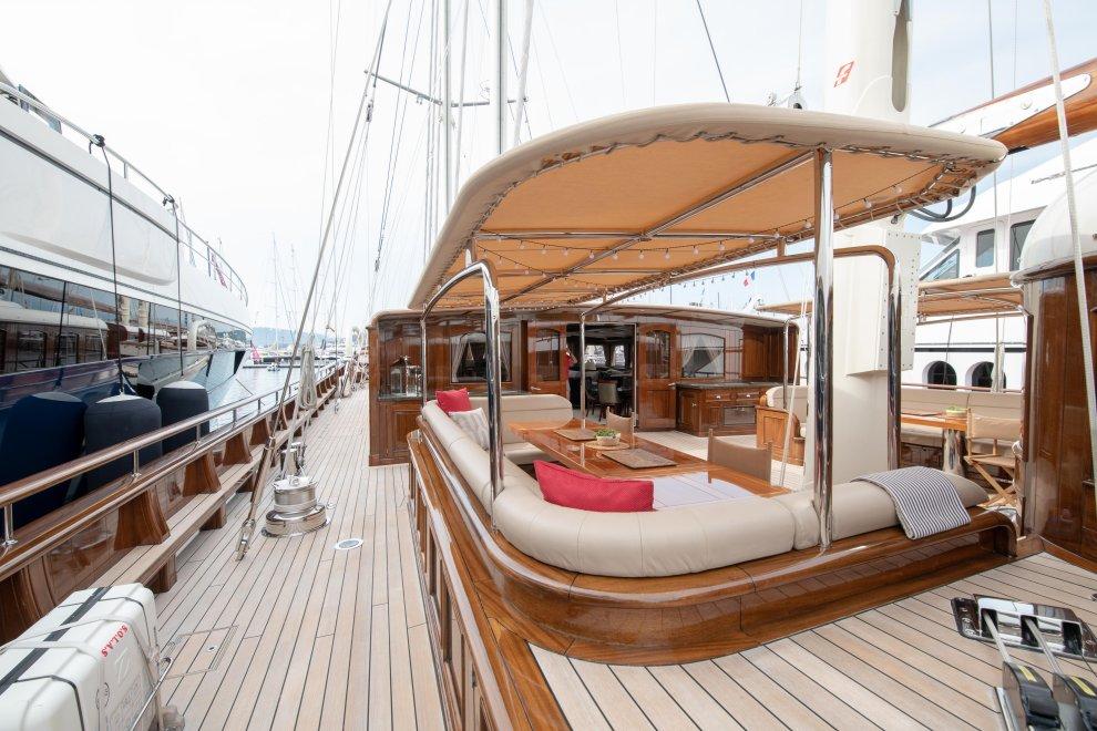 Yachting festival cannes yacht luxe intérieur bois
