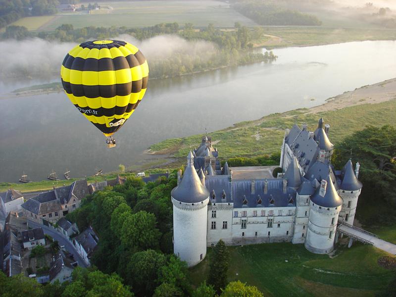 Chateau montgolfiere Chaumont sur Loire vue aerienne insolite