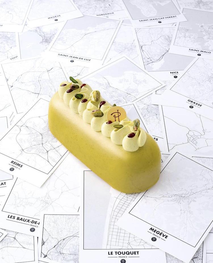 Entremet Pierre Hermé pâtisserie de luxe jaune