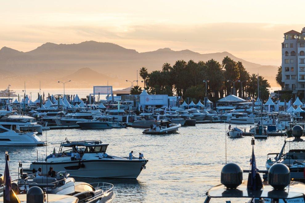 Yachting festival cannes yacht coucher de soleil vue aérienne