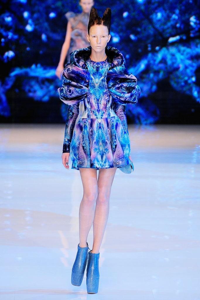 Alexander McQueen fashion week défilé mode minute luxe magazine
